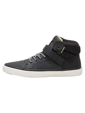 SKATER STYLE SNEAKERS