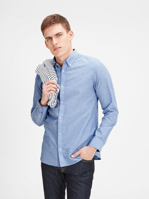BUTTON-DOWN LONG SLEEVED SHIRT
