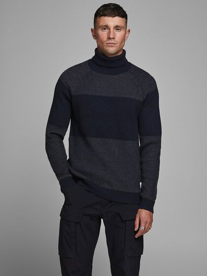 TEXTURED TURTLENECK